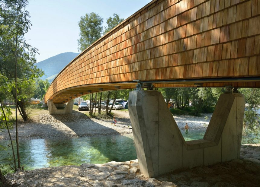 DANS-Architects-Wooden-Footbridge