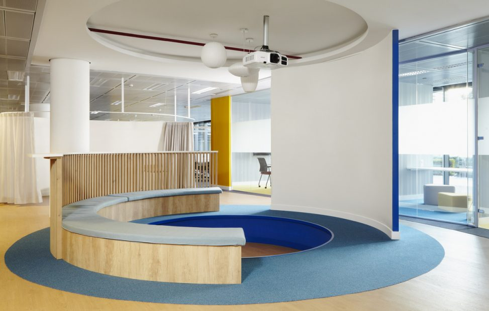 office-tiered-seating-areas (1)