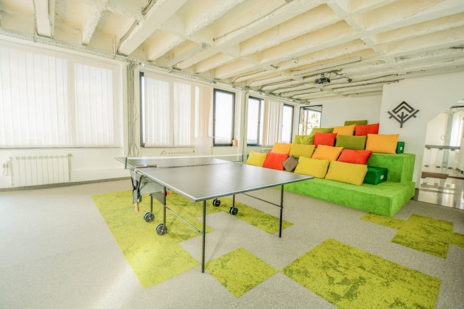 office-tiered-seating-areas (6)