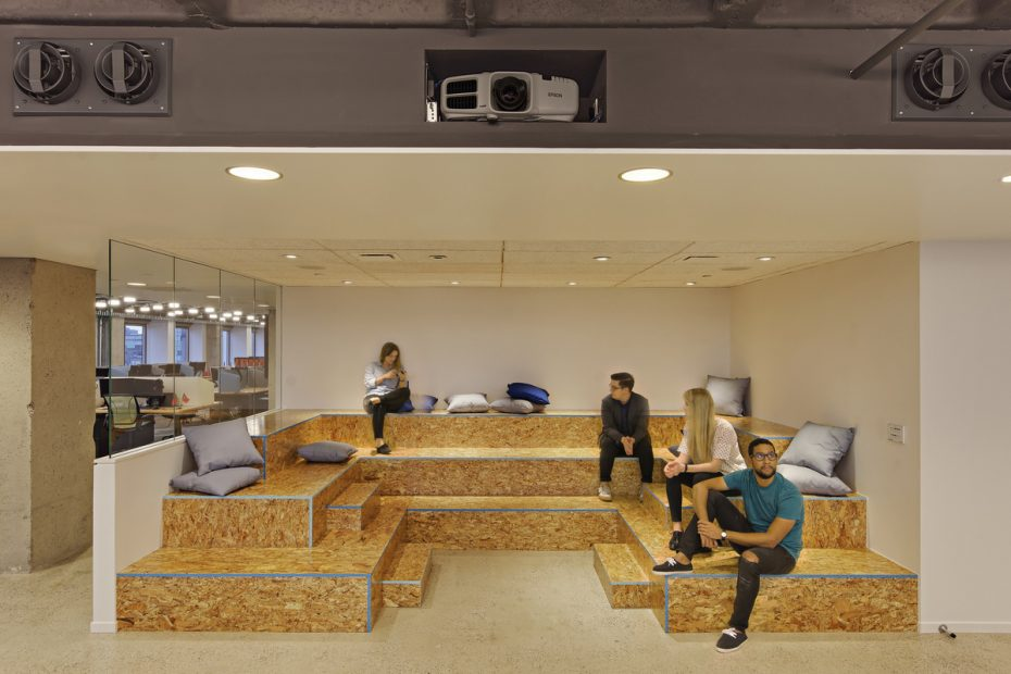 office-tiered-seating-areas (9)